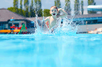 How to Keep Your Kids Safe at the Beach and in the Pool